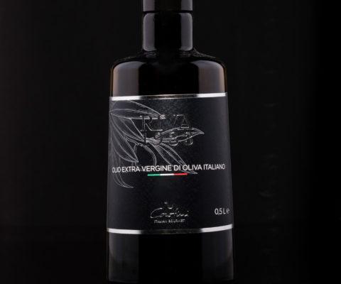 Foto etichetta Olivio di Oliva sfondo nero - Riva 1933 - fotografo per cataloghi a Riva del Garda